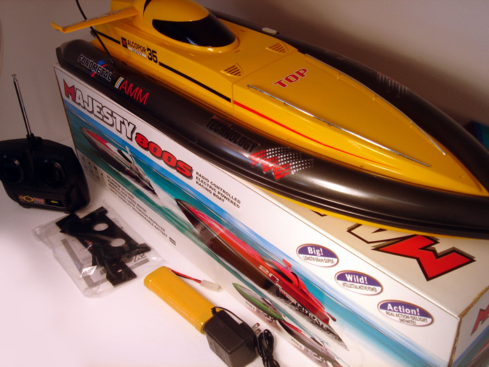 Majesty 800s RC Boat